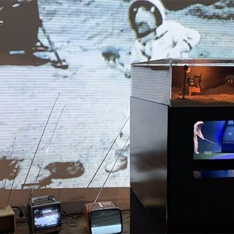 Pierrick Sorin | Pierrick on the Moon_Mission II